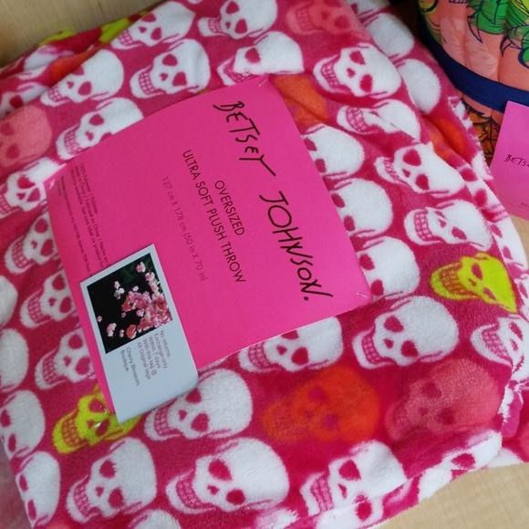 Betsey Johnson Accessories - Betsey Johnson skull throw blanket